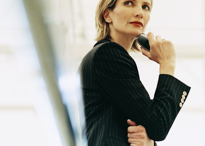Woman in Suit in Contemplative Stance 684x488 - ¿Por qué me rechazan?