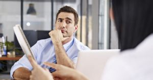 Man looking confused during job interview 080416 300x158 - Los tres primeros años en el puesto