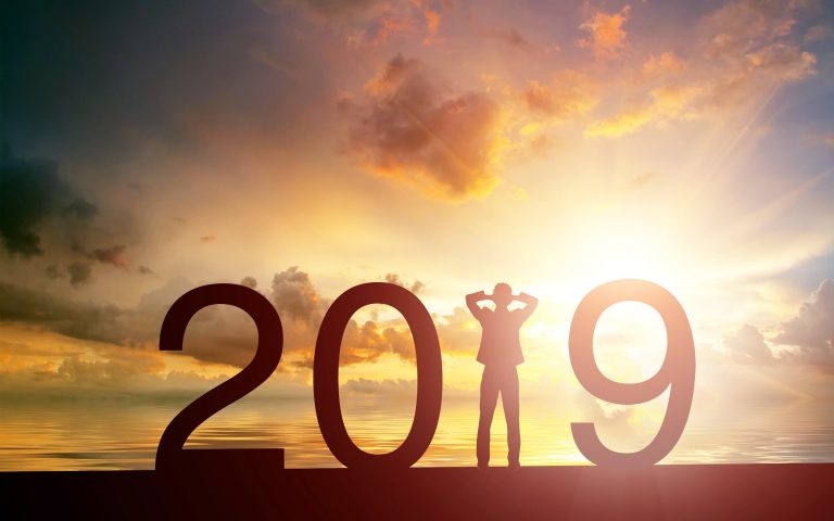 happy new year 2019 sunset human silhouette 2019 concepts creative 2019 year 768x480 - Ideas para un mucho mejor nivel de empleabilidad en 2019
